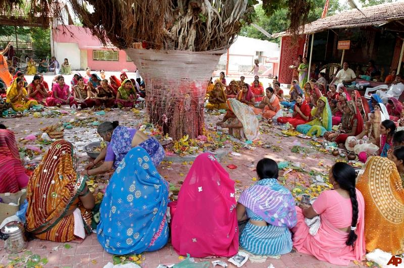 Women celebrating Vata Purnima